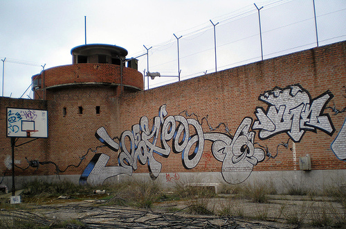 Abandoned_prison_graffiti